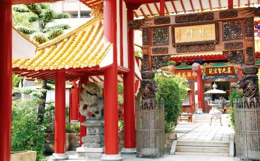 神戸で暮らす華僑の心の拠りどころとなっている関帝廟。 神戸中華同文学校の近くにある