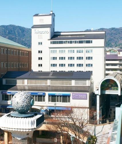 JR芦屋駅から徒歩1分の場所に立地
