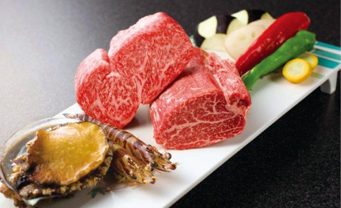 """すべてのお肉料理に、「特選但馬牛」を使用。提供までのプロセスも含めて""""竹園だけ""""の料理に出会うことができる"""