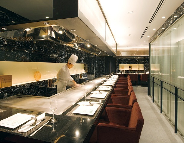 2012年にリニューアル。ホテル竹園芦屋直営のレストラン。和食料理人や洋食料理人が腕をふるう