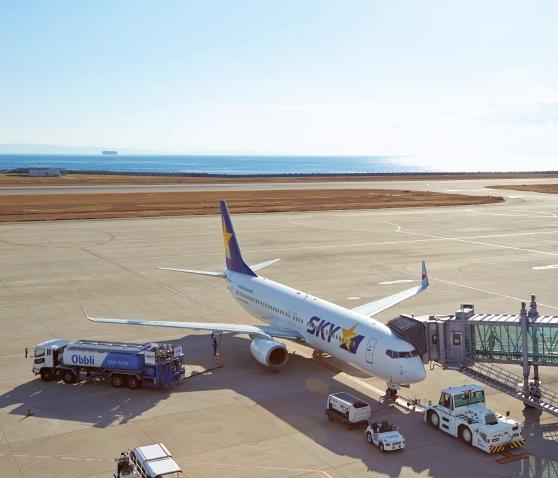 今後、神戸空港の運行時間や発着枠制限の見直しに期待がかかる