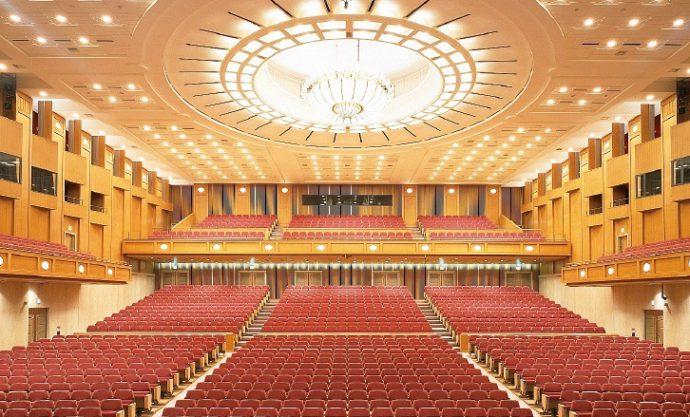 ポートピアホテルと直結したポートピアホール。1702名を収容、音響設備など優れた機能を備え、シンポジウムやセミナー、コンサートなど様々なイベントに利用できる