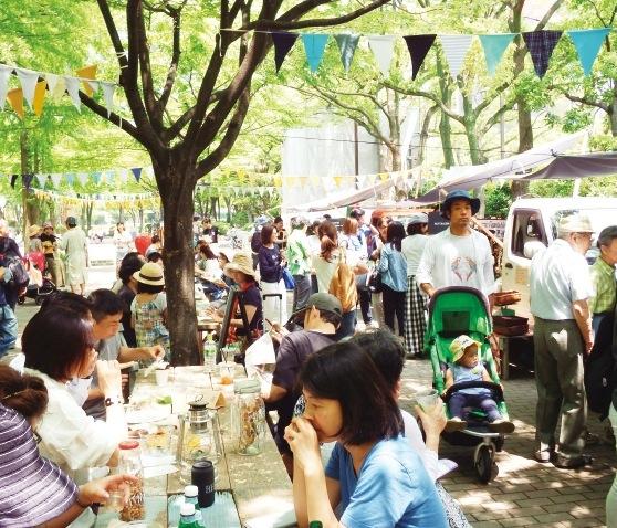 生産者と消費者の交流イベント「ファーマーズ・マーケット」。既存の街のポテンシャルを「つなぐ」ことで、神戸のより一層の輝きにつながる