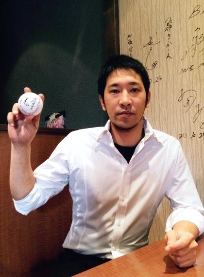 ボランティアで地域の子供に野球の指導をする加藤さん