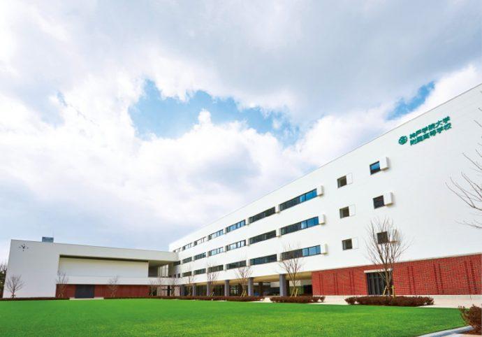 今春、ポートアイランドに移転を果たした神戸学院大学附属高等学校