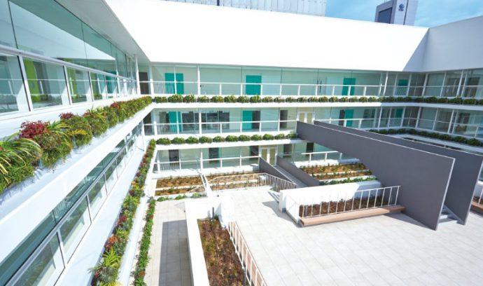 各階に植栽を配することで緑があふれる環境をめざす