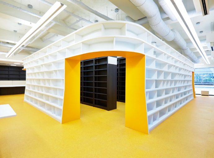 利用しやすく、明るくおしゃれにデザインされた図書館