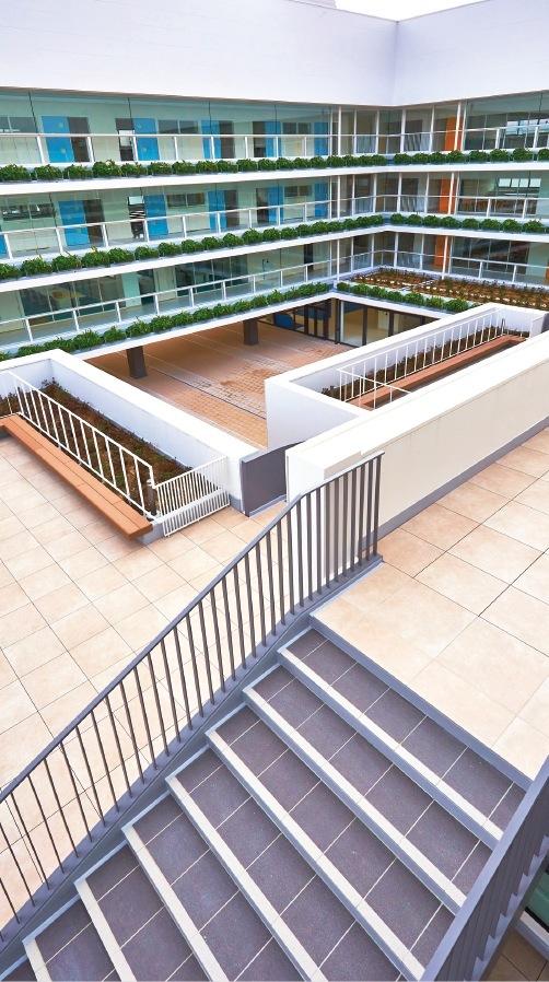 1階から4階までが階段で行き来が可能となる