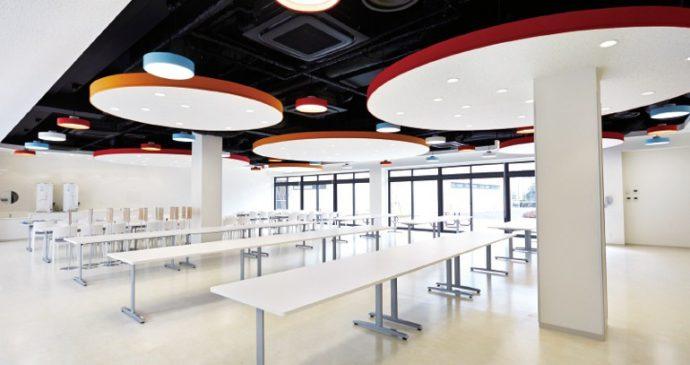 楽しさをコンセプトに、デザイン性にあふれる食堂