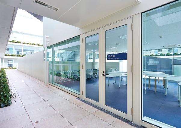 中庭には、自習室も設けられている