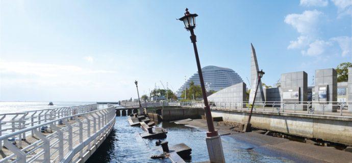 1995年の阪神・淡路大震災で破壊された波止場を、当時のまま保存している ©一般財団法人神戸国際観光コンベンション協会