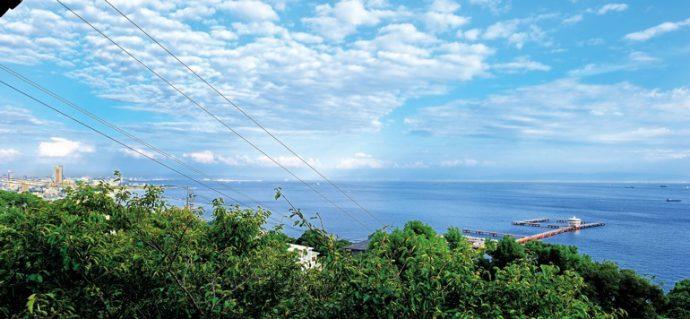 須磨観光ハウス「花月」の客室より一望する、大阪湾の大パノラマ