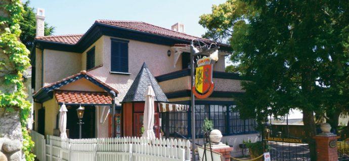 オランダ総領事邸およびI.Sヴォルヒン氏の邸宅を経て、1987年1月に「香りの家オランダ館」として開館。オリジナル香水を作ることができる