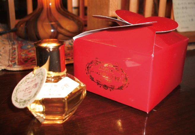 一人ひとりの個性にあわせたオリジナル香水は、世界でたったひとつの自分だけの香り