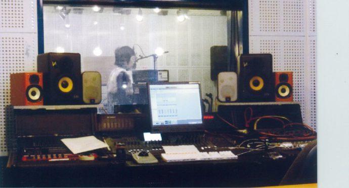 レコーディング中のMakoさん