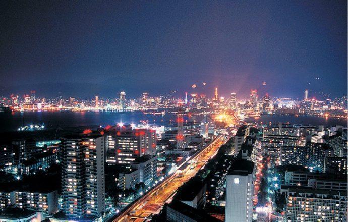 神戸ポートピアホテル30階スカイラウンジからは、神戸1000万ドルの夜景を見渡すことができる