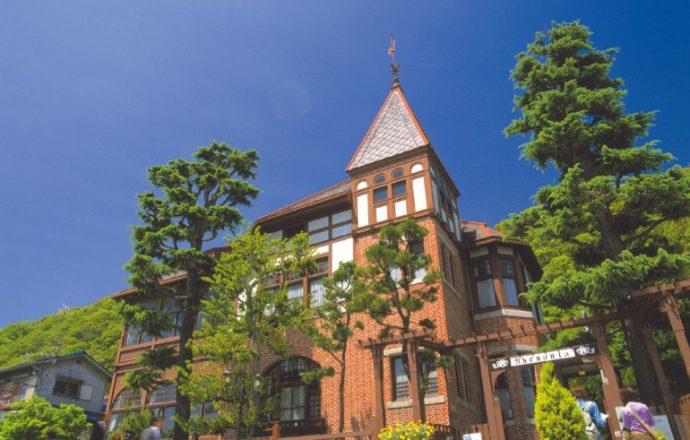 「風見鶏の館」。赤いレンガの外壁と高い塔は、異人館のシンボル