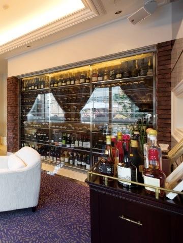 多彩な料理に合うこだわりのワインも豊富に取り揃える