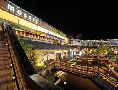 umieは、ショップやレストラン、シネマやアミューズメント施設が集う、大型複合商業施設