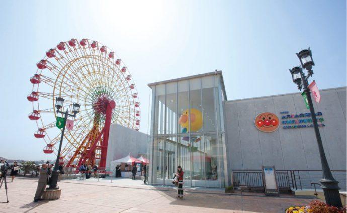 神戸ハーバーランドには、高さ50メートルの「モザイク大観覧車」や、 「神戸アンパンマンこどもミュージアム&モール」がある ⓒやなせたかし/フレーベル館・TMS・NTV