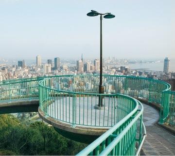 螺旋状が美しいループ橋で、神戸の絶景ビューポイントとして人気が高い