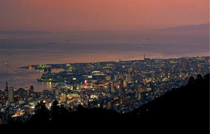 標高の高い六甲山は、夜景鑑賞に大人気のスポット