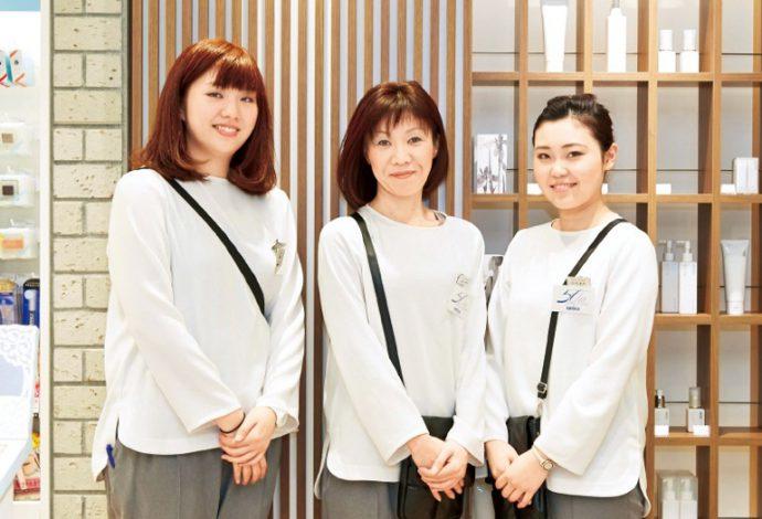 チーフソムリエ・長田博美さん(中央)はじめスタッフの皆さんのアドバイスも大切