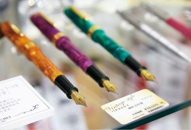 万年筆の良さを提案するNAGASAWAが集めたビンテージもの