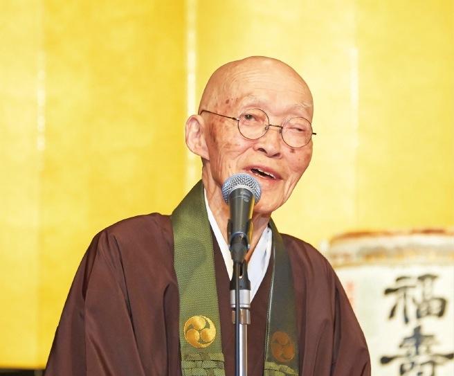 この日をもって第69世住職を退任した宇賀芳樹さん