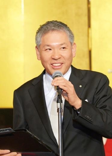 来賓の挨拶を行う神戸ポートピアホテル・中内仁社長