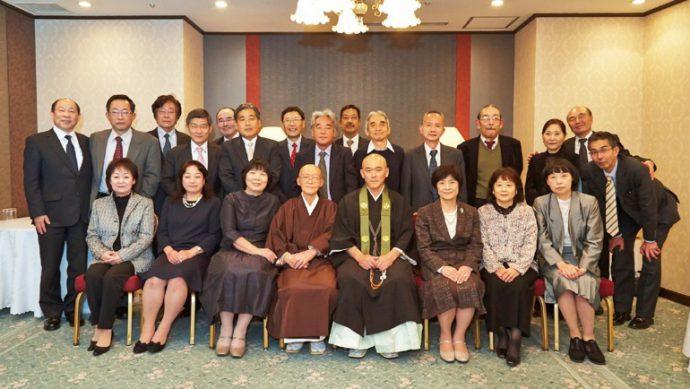 晋山式には、ボーイスカウト神戸第23団OB、OGが多数かけつけた。「宇賀隊長は、50年前とまったく変わらない」と 口をそろえる