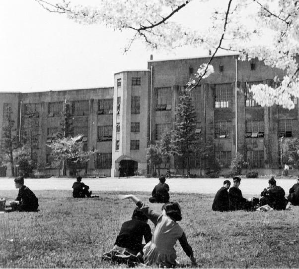 1949年、大学昇格を果たす。写真は楠ケ丘校舎