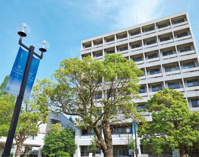 1986年、神戸研究学園都市に全学移転を果たし現在に至る