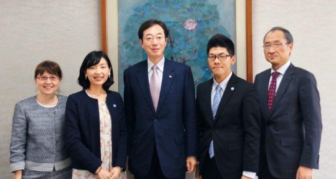 模擬国連世界大会ニューヨーク本大会では2つの賞を受賞。久元市長に報告を行った