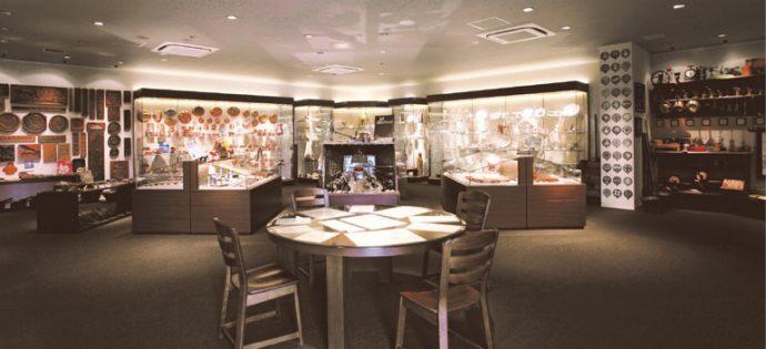 エーデルワイスが所蔵する洋菓子の道具や貴重な資料。洋菓子界の財産でもある