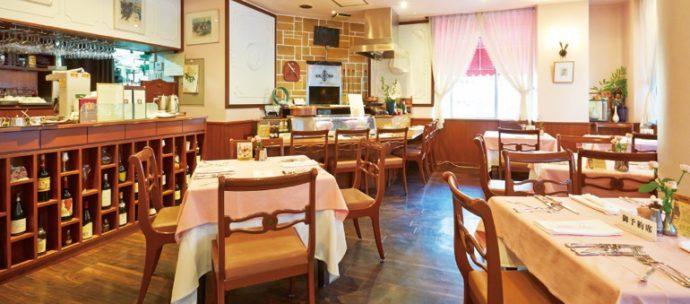南京町広場を見わたす2階にあり、ゆっくり食事が楽しめる店内