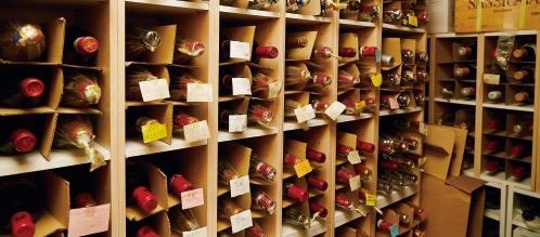 ワインは、350種類以上を取り揃える