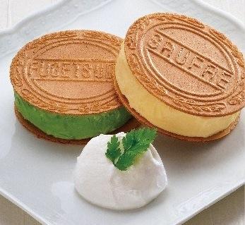 ゴーフルサンドアイス(さんちか店限定新メニュー)