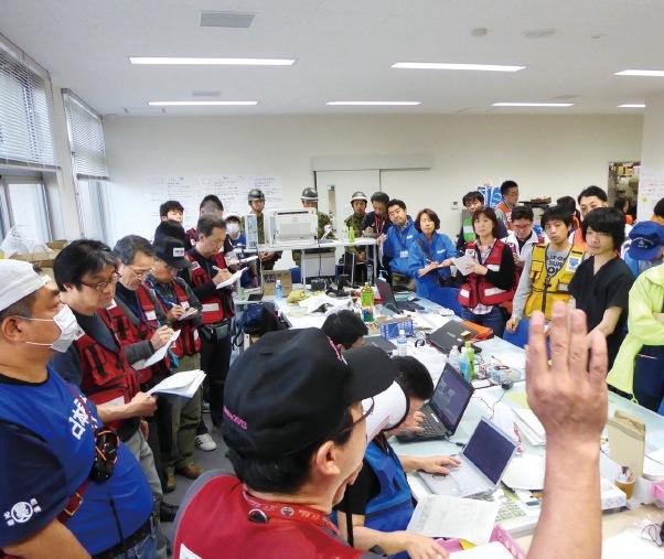 東日本大震災や熊本地震の発生時には、現地におもむき医療支援を行った。 写真は熊本益城町での支援活動の様子