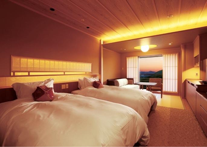 和室ツイン(35~37m2:定員3名様)全室禁煙 ※1室3名でご利用の際も、シモンズ製のデイベッドもしくはハイダーベッドをご用意しております。