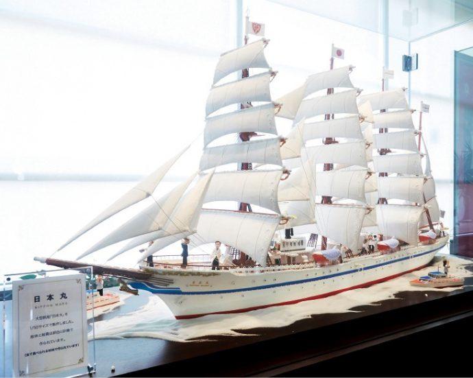 50分の1サイズの大型帆船「日本丸」を、砂糖と卵白で再現。 全て食べられる素材できている