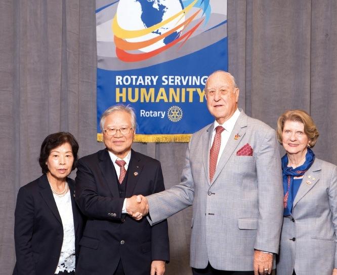 2016‐17年度国際ロータリーのジョン・ジャーム会長夫妻と共に