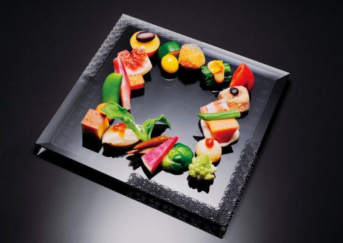 品質にこだわった20~30種類もの野菜を使った八寸盛