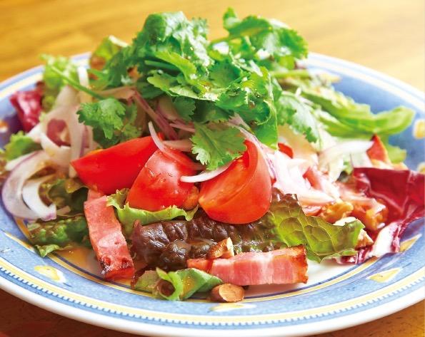 ユリ農園の野菜を使ったサラダ