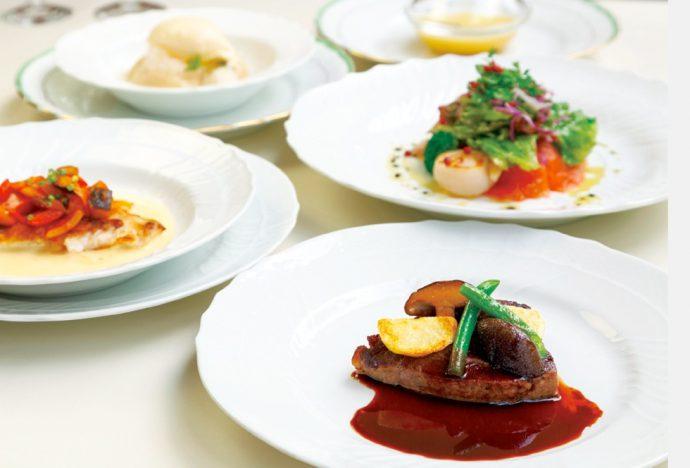 ジノリの食器でいただくフレンチコースはディナーコースは5,400円~(税込)、ランチ4,100円~(税込)