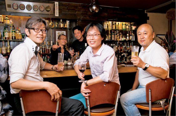 月夜の夢兎に集う仲間たち。 左から内海さん、種田敦志さん、中島光隆さん