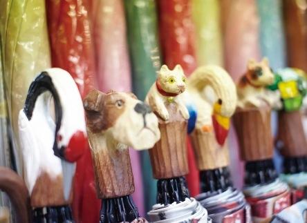 手彫りの持ち手は使うごとに風合いが増します