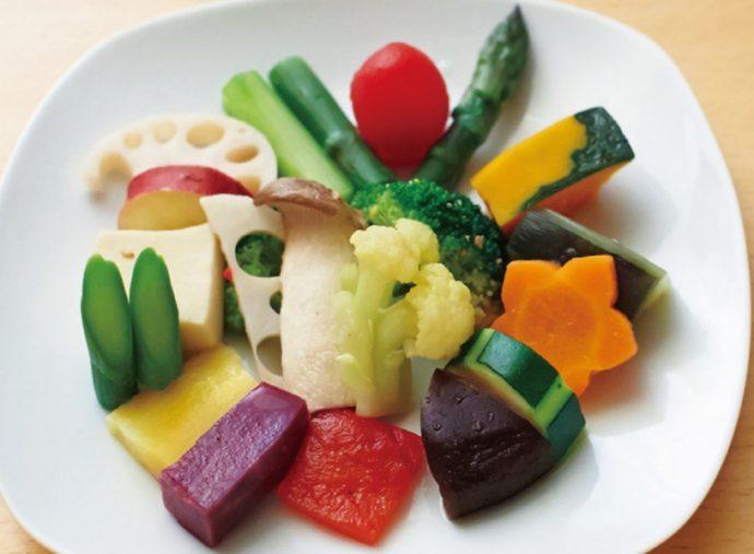 色とりどりの野菜が顔を合わせる「旬菜の盛り合わせ」