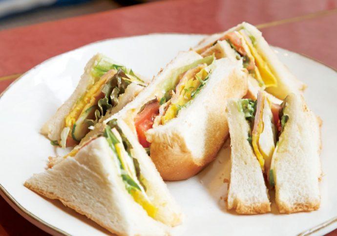 ハムと野菜たっぷりのミックストーストサンド(ドリンクとセットで800円)