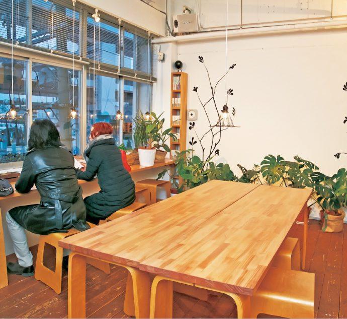 「森」をテーマにしたカフェスペース